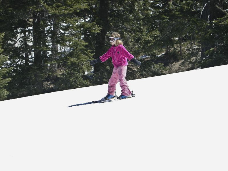 Hannah first day on her own skiing in pink